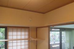 窓部分と出入り口上部に作成しました